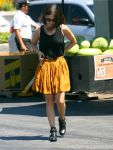 Celebrities Wonder 52651147_rachel-bilson-Whole-Foods_2.jpg