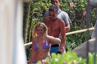 Celebrities Wonder 56336175_britney-spears-brentwood_8.jpg