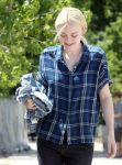 Celebrities Wonder 56389035_dakota-fanning-Very-Good-Girls-set_7.jpg