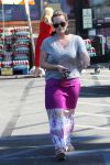 Celebrities Wonder 57626770_hilary-duff-market_1.jpg