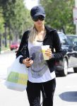 Celebrities Wonder 57967974_paris-hilton-lemonade_4.jpg