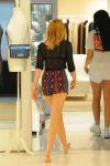 Celebrities Wonder 58932489_miley-cyrus-shopping_5.jpg