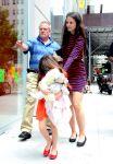 Celebrities Wonder 5914836_katie-holmes-suri_3.jpg