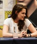 Celebrities Wonder 60730110_comic-con-breaking-dawn-panel_4.jpg