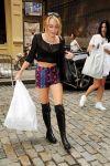 Celebrities Wonder 63701600_miley-cyrus-shopping_1.jpg