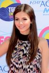 Celebrities Wonder 64704991_victoria-justice-2012-teen-choice-awards_7.jpg