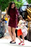 Celebrities Wonder 66401404_katie-holmes-suri_1.jpg