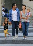 Celebrities Wonder 66927505_jessica-alba-family_2.jpg
