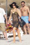Celebrities Wonder 69669634_paris-hilton-ibiza_1.jpg