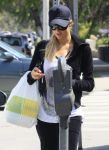 Celebrities Wonder 73399714_paris-hilton-lemonade_5.jpg