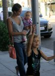 Celebrities Wonder 76759724_jessica-alba-family_5.jpg