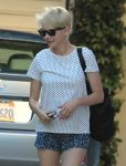 Celebrities Wonder 77861046_michelle-williams-street_7.jpg