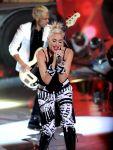 Celebrities Wonder 79475560_gwen-stefani-perform-teen-choice_4.jpg