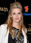 Celebrities Wonder 81025405_comic-con-breaking-dawn_Maggie Grace 4.jpg