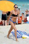 Celebrities Wonder 84554523_Candice-Swanepoel-bikini_3.jpg