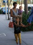 Celebrities Wonder 94928122_jessica-alba-family_3.jpg