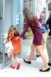 Celebrities Wonder 95557970_katie-holmes-suri_4.jpg