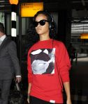 Celebrities Wonder 10867225_rihanna-airport_6.JPG