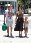 Celebrities Wonder 19390921_jessica-alba-family_1.jpg