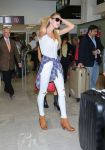 Celebrities Wonder 21960136_candice-swanepoel-airport_2.jpg