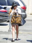 Celebrities Wonder 22546003_lindsay-lohan-denim-shorts_3.jpg