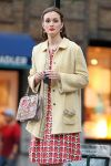 Celebrities Wonder 22615140_leighton-meester-gossip-girl-set_6.jpg