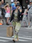 Celebrities Wonder 24015750_blake-shopping_3.jpg