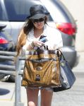Celebrities Wonder 24866325_lindsay-lohan-denim-shorts_5.jpg