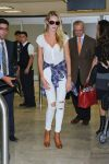 Celebrities Wonder 26070972_candice-swanepoel-airport_1.jpg