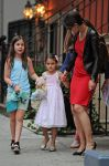 Celebrities Wonder 26212754_katie-holmes-and-suri_4.jpg