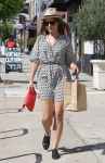 Celebrities Wonder 26982888_sophia-bush-shopping_3.jpg