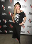 Celebrities Wonder 27106429_avril-lavigne-magic-convention_1.jpg