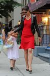 Celebrities Wonder 27958799_katie-holmes-and-suri_2.jpg