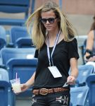 Celebrities Wonder 31343036_brooklyn-decker-us-open_3.jpg