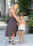 Celebrities Wonder 36471363_jessica-alba-family_4.jpg