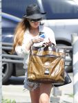 Celebrities Wonder 36528892_lindsay-lohan-denim-shorts_4.jpg