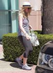 Celebrities Wonder 37104833_dakota-fanning-gym_6.jpg