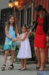 Celebrities Wonder 38937755_katie-holmes-and-suri_5.jpg