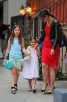 Celebrities Wonder 40437936_katie-holmes-and-suri_3.jpg