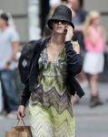 Celebrities Wonder 43056566_blake-shopping_7.jpg