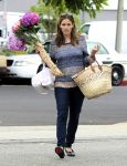 Celebrities Wonder 4699658_jennifer-garner-farmers-market_1.jpg