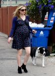 Celebrities Wonder 47037277_pregnant-anna-paquin_2.jpg