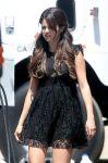 Celebrities Wonder 48012810_selena-gomez-set-feed-the-dog_4.jpg