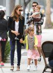 Celebrities Wonder 49709736_jessica-alba-daughters_1.jpg