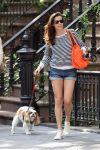 Celebrities Wonder 4987690_liv-tyler-dog_3.jpg