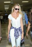 Celebrities Wonder 5013850_candice-swanepoel-airport_3.jpg