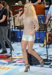 Celebrities Wonder 52694296_carrie-underwood-today-show_4.jpg