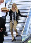 Celebrities Wonder 54444108_fergie-airport_3.jpg