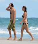 Celebrities Wonder 54785660_olivia-wilde-bikini_4.jpg