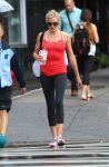 Celebrities Wonder 58092303_cameron-diaz-leggings_6.JPG